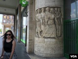 "Budapest's architecture has reminders of foreign domination during the 20th century. Many Hungarians, wary after Nazi occupation and decades of Soviet-imposed Communism, refer to Brussels as ""the new Moscow"" - a reflection of growing Euroscepticism. (L. Ramirez/VOA)"