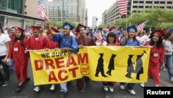 Son muchos los estudiantes brillantes frustrados porque sus padres entraron ilegalmente al país.
