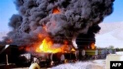 Xe bồn chở nhiên liệu của NATO bị các phần tử chủ chiến đốt cháy ở Pakistan