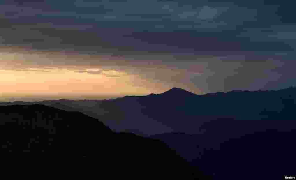 غروب آفتاب در کوهستانهای اطراف شهر سوچی در روسیه