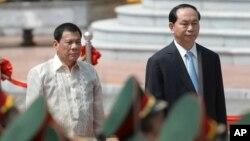 Tổng thống Philippines Rodrigo Duterte và Chủ tịch nước Việt Nam Trần Đại Quang tại Hà Nội, ngày 29 tháng 9 năm 2016.