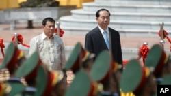 Việt Nam và Philippines cam kết tăng cường quan hệ trong chuyến thăm của ông Duterte tới Hà Nội năm ngoái.