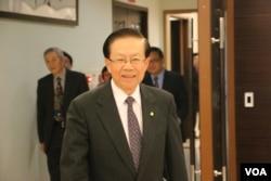 台湾海基会董事长田弘茂在步入会议大厅(美国之音杨明拍摄)