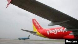 Một chiếc VietJet A320 chuẩn bị khởi hành đi Bangkok từ sân bay quốc tế Nội Bài, Hà Nội. (Ảnh tư liệu)