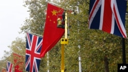 British, Chinese flags along the Mall near Buckingham Palace, London, Oct. 16, 2015.