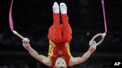 中国体操选手冯喆7月30日在伦敦奥运会男子体操团体决赛中