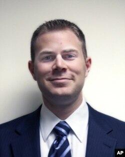 美国企业协会资深研究员迈克尔·马萨