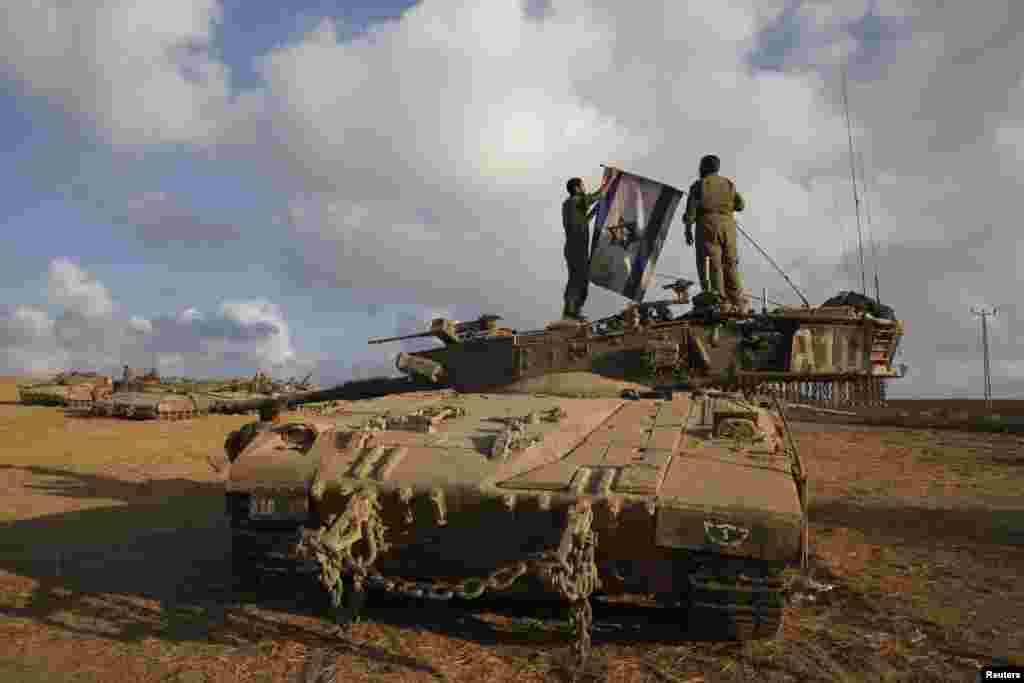 İsrail ordusu Qəzza Zolağı ilə sərhəd yaxınlığında - 4 avqust. 2014
