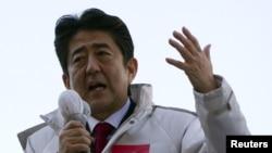 ອະດີດນາຍົກລັດຖະມົນຕີ ທ່ານ Shinzo Abe ແຫ່ງພັກຝ່າຍຄ້ານ ຄືເສລີປະຊາທິປະໄຕ ຫຼື LDP ທີ່ຈະກັບຄືນມາຄອງອໍານາດອີກ.