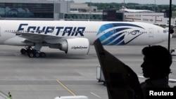 Un avion de la compagnie aérienne Egyptair à l'aéroport de Londres le 20 mai 2016.