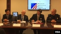美國在台協會執行理事唐若文與台灣駐美代表沈呂巡簽署聯合聲明,同意雙方就國際快速通關旅客計劃進行合作(美國之音鍾辰芳)