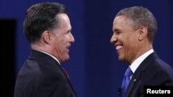 Presidente Barack Obama (D) e o candidato republicano Mitt Romney