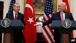Perezida wa Amerika, Donald Trump na Perezida wa Turkiya, Recep Tayyip Erdogan