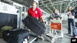 Suasana di Bandara Kairo, Mesir (Foto: dok). Maskapai internasional mulai melarang bagasi penumpang pada beberapa penerbangan dari Kairo, Jumat (6/11).