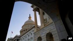 Obama telah mendesak Kongres untuk bergerak cepat sehingga layanan-layanan pemerintah yang kritis dapat dikembalikan. (AP/Evan Vucci)