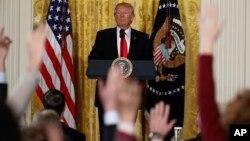 دونالد ترامپ در جریان یکی از کنفرانس های خبری کاخ سفید