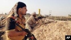 شبه نظامیان شیعه مورد حمایت ایران، در عراق و سوریه، علیه پیکارجویان سنی داعش می جنگند.