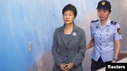 خانم «پارک گوئن های» رئیس جمهوری سابق کره جنوبی در یکی از جلسات دادگاه در سئول - ۲۳ مه ۲۰۱۷