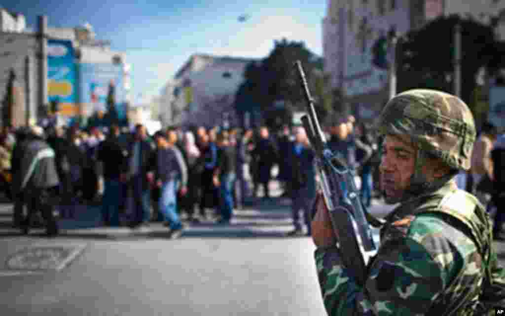 Une manifestation, lundi, à Tunis.