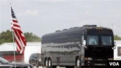 Bus kepresidenan yang akan dipakai Obama melakukan lawatan tiga hari untuk mempromosikan RUU Pekerjaan (foto:dok).
