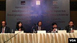 Panelists at the 'Skills Gap in Cambodia' report launching event in Phnom Penh, Cambodia, January 21, 2016. (Hean Socheata/VOA Khmer)