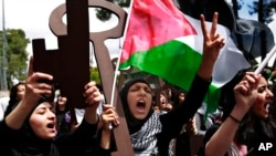 Palestinian women rally to mark Nakba Day in the West Bank town of Ramallah, May 15, 2013.