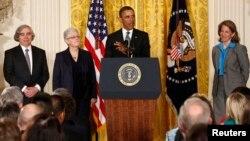 Эрнест Мониц, Джина Маккарти, президент Барак Обама и Сильвия Мэтьюз Бервелл. Белый дом. 4 марта 2013 г.