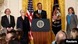 El Presidente Barack Obama, centro, presentó a los nominados, de izquierda a derecha, Ernest Moniz, Gina McCarthy y Sylvia Mathews Burwell.