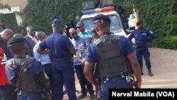 Des policiers dans les rues de Lubumbashi en RDC le 24 octobre 2017. (VOA/Narval Mabila)