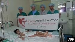 Tổ chức Hearts Around the World của Mỹ hỗ trợ y bác sĩ khoa tim ở bệnh viện Chợ Rẫy