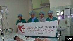 Hearts Around the World hỗ trợ y bác sĩ ở bệnh viện Chợ Rẫy