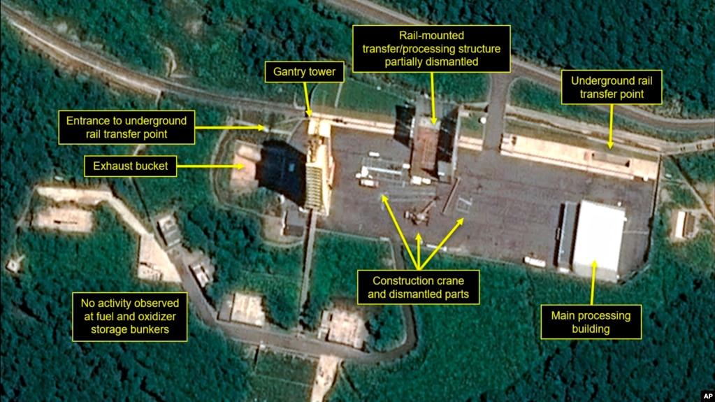 衛星圖像顯示朝鮮開始拆除一個安裝在軌道上的發射火箭組裝設施