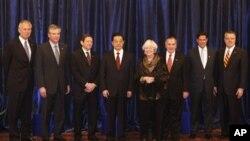 胡锦涛和芝加哥市长理查德.戴利(右三)夫妇,美国几大公司领导人