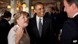 O Πρόεδρος των ΗΠΑ Μ. Ομπάμα με την Καγκελάριο της Γερμανίας Α. Μέρκελ κατά τη σύνοδο της Ομάδας των 8.