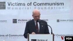 共產主義受害者基金會主席李.愛德華茲