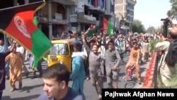 Một cuộc biểu tình chống Taliban ở Jalalabad, Afghanistan.