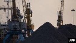 지난 2017년 11월 북한 라선항에 석탄이 쌓여있다.