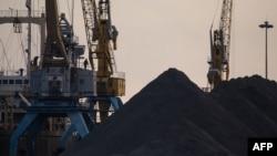 Ảnh chụp một khu vực vận chuyển than ở cảng Rason, Triều Tiên, vào tháng 11/2017.