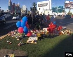 Tributo a las víctimas de la matanza en Las Vegas. Foto: Arturo Martínez, VOA. Oct. 4, 2017