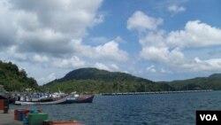 Pelabuhan Sabang, salah satu pelabuhan yang tengah dikembangkan di Aceh. (VOA/Budi Nahaba). Pemkot Langsa, Aceh akan mengantongi ijin trayek pelayaran langsung trayek Langsa-Penang dan berencana melakukan pelayaran perdana 23 Februari mendatang.