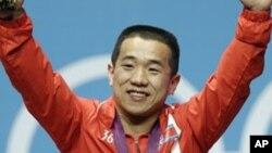 29일 런던 올림픽 남자 역도 56kg 급에서 우승한 북한 엄윤철 선수.