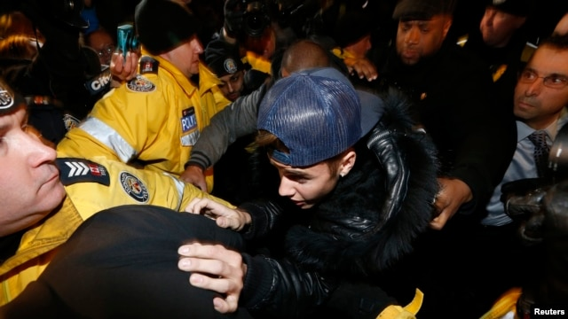 Pop singer Justin Bieber arrives at a police station in Toronto, Jan. 29, 2014.