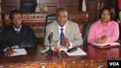 Governador Isaac dos Anjos de visita as instalações do tribunal da província do Namibe
