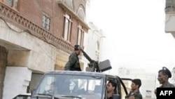 Binh sĩ Yemen tuần tra ở thủ đô Sanaa
