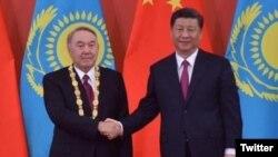 Qazaxıstanın eks prezidenti Nursultan Nazarbayev və Çin prezidenti Şi Tsinpin