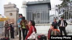 Hình (CAMSA): Công nhân bị bóc lột ở Jordan trở về Việt Nam.