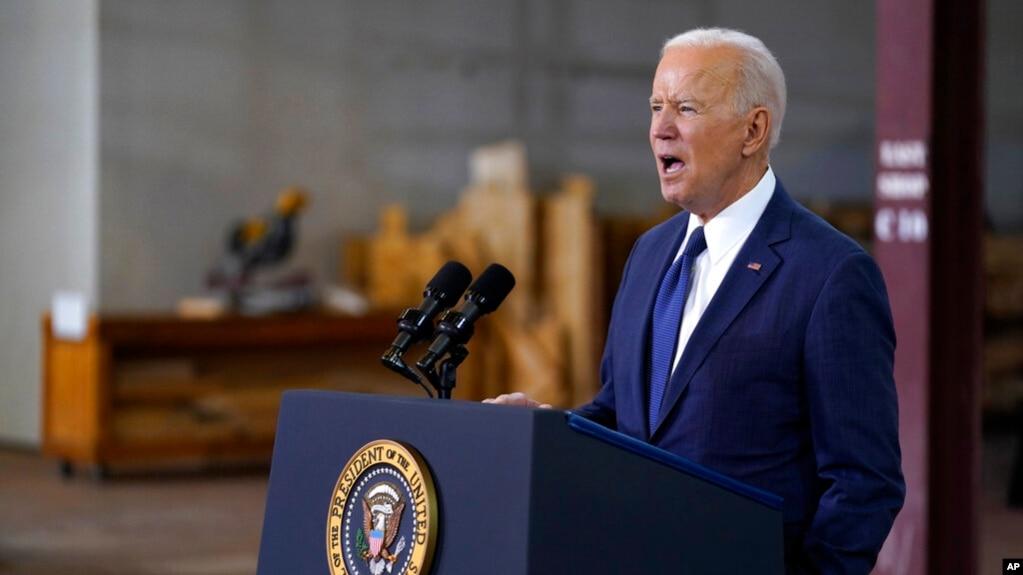 Президент США Джо Байден выступает в Питтсбурге, Пенсильвания. 31 марта 2021 г.