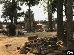 ប្រាសាទមេបុណ្យខាងលិច ស្ថិតក្រោមការជួសជុល នៅសង្កាត់គោកចក ក្រុងសៀមរាប ថ្ងៃទី ១៦ ខែមីនា ឆ្នាំ ២០២០។ (ហ៊ុល រស្មី/VOA Khmer)