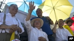 Colombia's former President Alvaro Uribe at a demonstration before the ceremony to protest the signing.