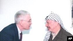 弗朗西斯•鲍伊尔教授1997年和巴解组织主席阿拉法特会面